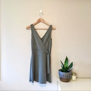 🌱3/$30 Don't Ask Why | grey houndstooth dress, S